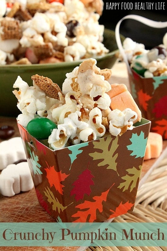 Crunchy Pumpkin Munch. The perfect snack for all your fall events {football, potlucks, Halloween night}. This snack tastes just like a pumpkin pie! Complete with graham cracker crust! // Happy Food Healthy Life #popcorn #pumpkin