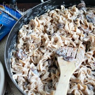Easy Weeknight Vegetarian Stroganoff. The perfect solution for a busy weeknight. www.happyfoodhealthylife.com #vegetarian #easydinner #pasta