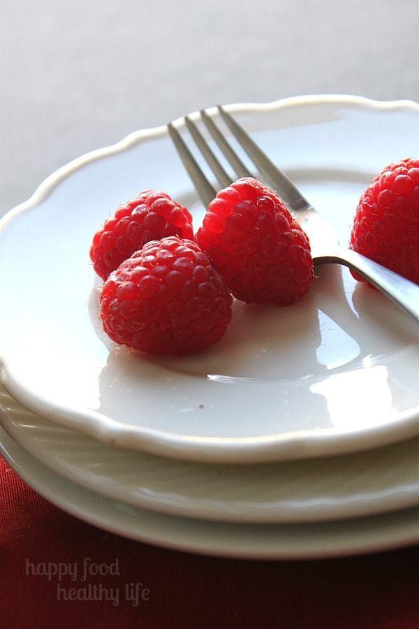 Chocolate Raspberry Ice Cream Cake - The simplest way to serve ice cream ever - yet it looks impressive! www.happyfoodhealthylife.com