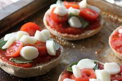 Healthy Mini Margherita Pizzas