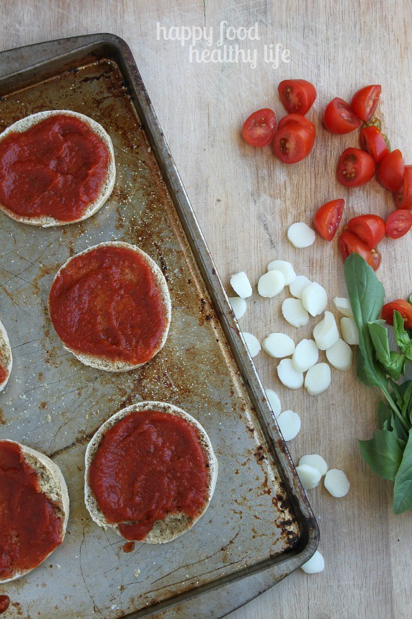 Mini Margherita Pizzas www.happyfoodhealthylife.com