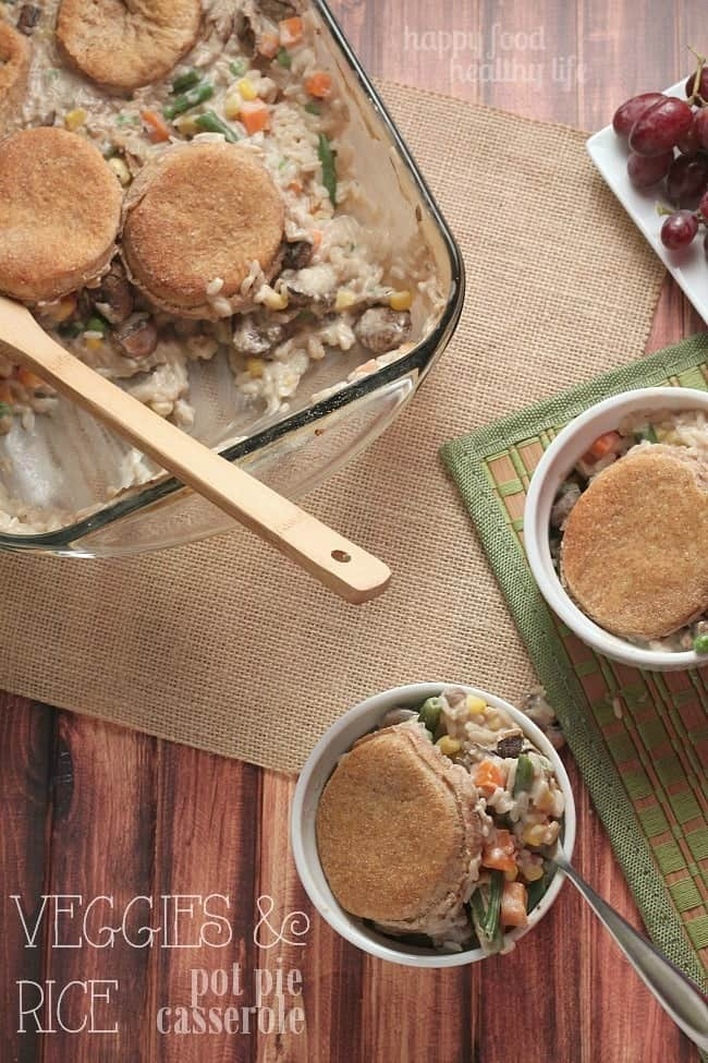 This VEGETABLE & RICE POT PIE CASSEROLE is a simple weeknight meal that comes together in just a few minutes. It's so simple that your kids can even get involved. | www.happyfoodhealthylife.com