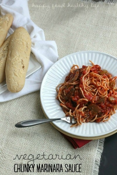 Vegetarian Chunky Marinara Sauce - Looking for a healthy meatless sauce that is full of fresh veggies and packed full of flavor? This is the one! | www.happyfoodhealthylife.com