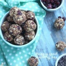 Granola Bar Bites - an easy and nutritious snack for those on-the-go | www.happyfoodhealthylife.com