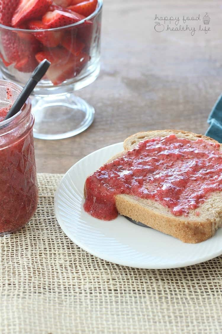 A HEALTHY strawberry jam that comes together in minutes! 5-MINUTE STRAWBERRY CHIA SEED JAM | www.happyfoodhealthylife.com