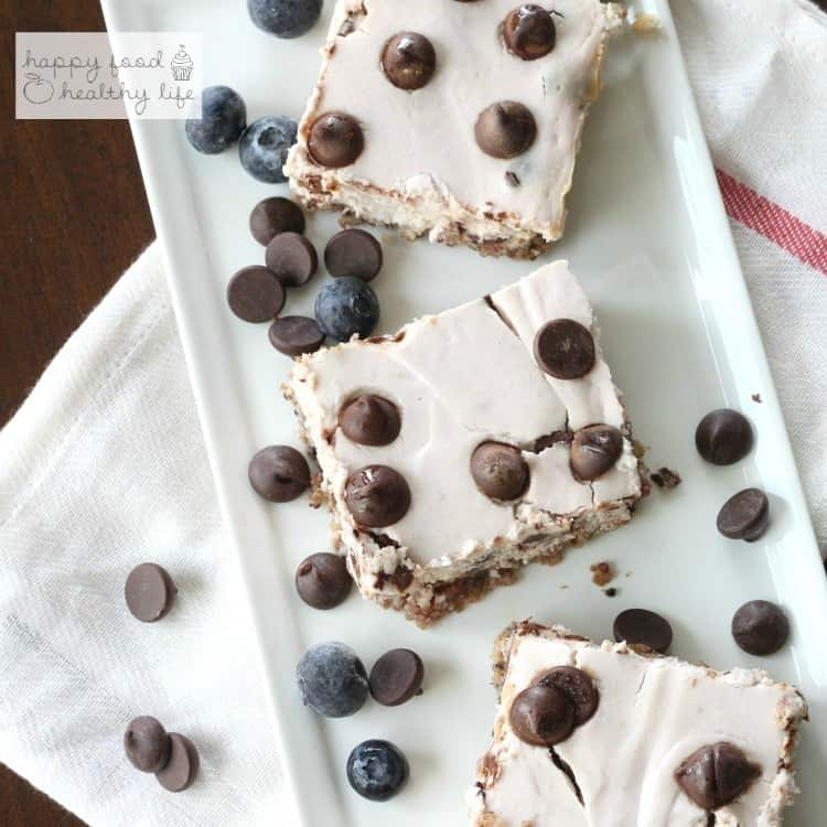 Light Berry Dark Chocolate Chip Cheesecake Bars | www.happyfoodhealthylife.com