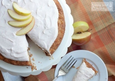 Healthy Apple Carrot Cake with Greek Yogurt Frosting | minimal added sugar. lots of sweet flavor. perfect afternoon treat. | Happy Food Healthy Life