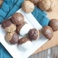 Healthy Chocolate or Vanilla No-Bake Cookie Dough Bites | Whether you like vanilla or chocolate, you are going to love everything about these healthy protein balls. And they're 100% no-bake! | Happy Food Healthy Life.com