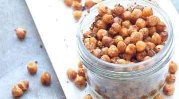Roasted Taco Chickpeas - your favorite southwestern taco flavors, compacted into a crunchy, addicting, and healthy vegetarian snack | Happy Food Healthy Life.com