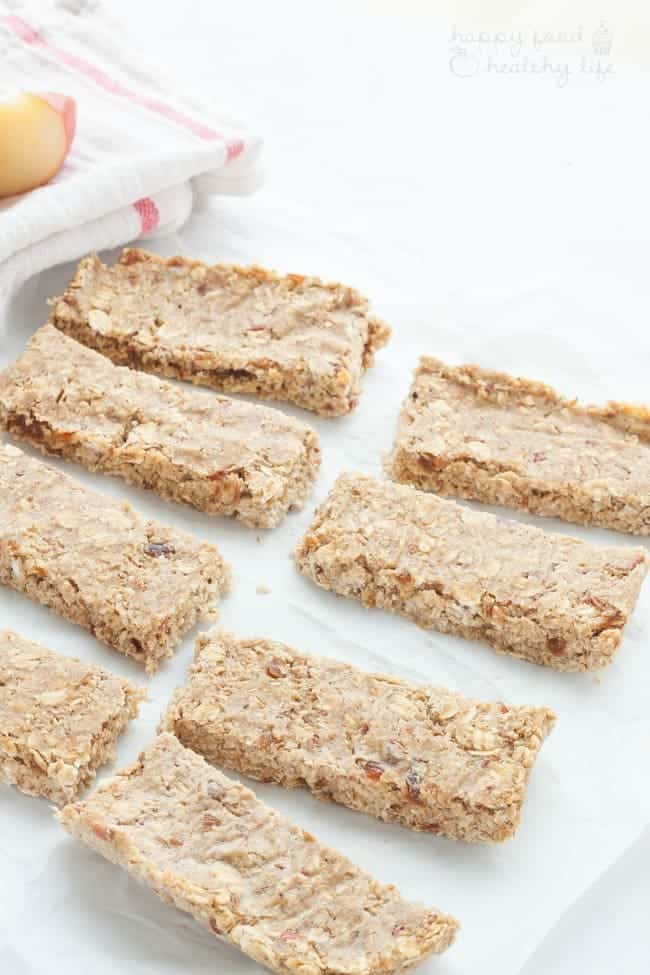 No-Bake Apple Pie Energy Bars - the perfect on the go healthy snack for when you're in a hurry and short for time.