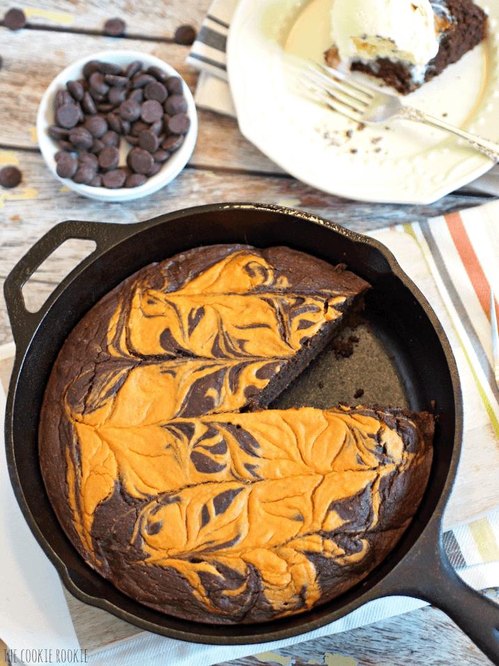 pumpkin-pie-brownie-skillet-2
