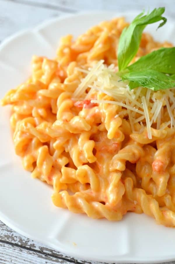 roasted-red-pepper-mac-and-cheese