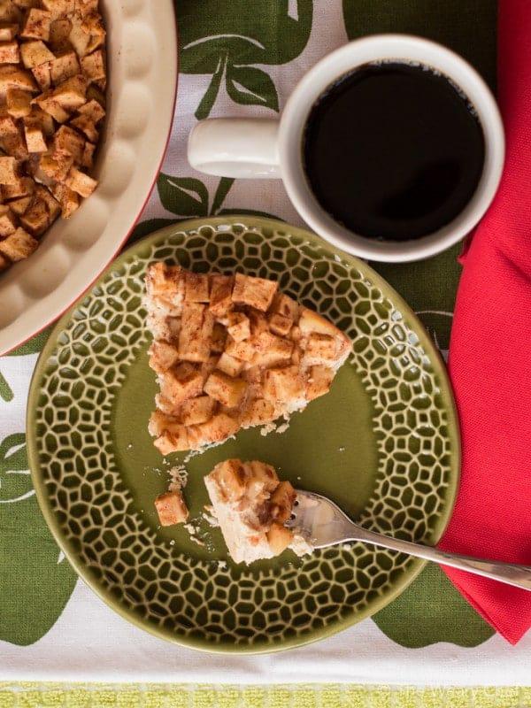 skinny-apple-cinnamon-cheesecake-32-600x800