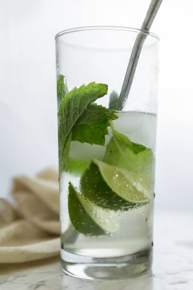 GINGER LIME REFRESHER - A cool and refreshing drink that will remind of you of a classic mojito, with a hint of ginger. With less sugar and zero alcohol, this mocktail is a beverage you can sip on all day long!