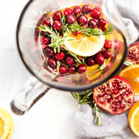 CHRISTMAS SANGRIA RECIPE THAT COMES TOGETHER IN MINUTES! | COCKTAILS | ALCOHOL | HOLIDAY