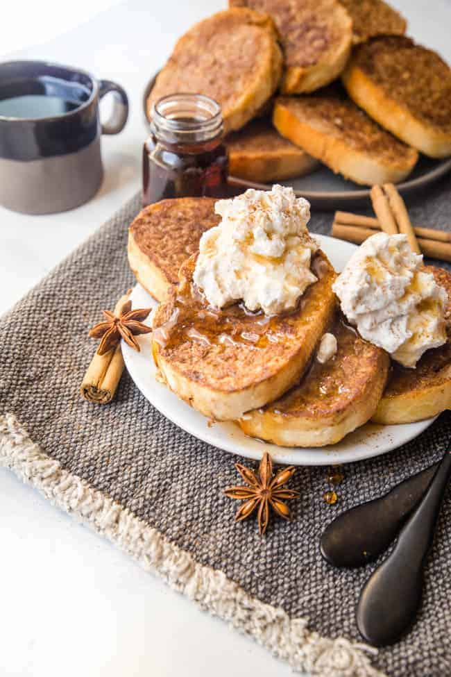 VEGAN FRENCH TOAST RECIPE - A COMFORTING WEEKEND BRUNCH THAT COMES TOGETHER IN NO TIME