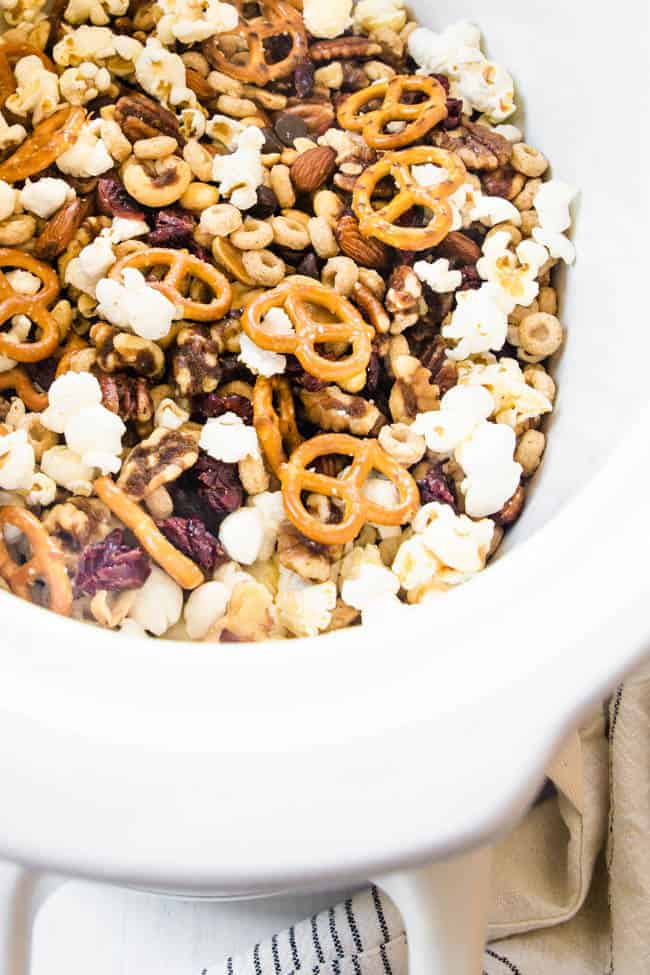 HEALTHY TRAIL MIX | A SWEET & SALTY HEALTHY TRAIL MIX THAT YOU CAN START MAKING RIGHT IN THE CROCK POT