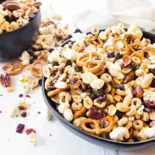 HOMEMADE TRAIL MIX - A PERFECT AFTER SCHOOL SNACK | MAKES FOR THE BEST TRAIL MIX EVER!